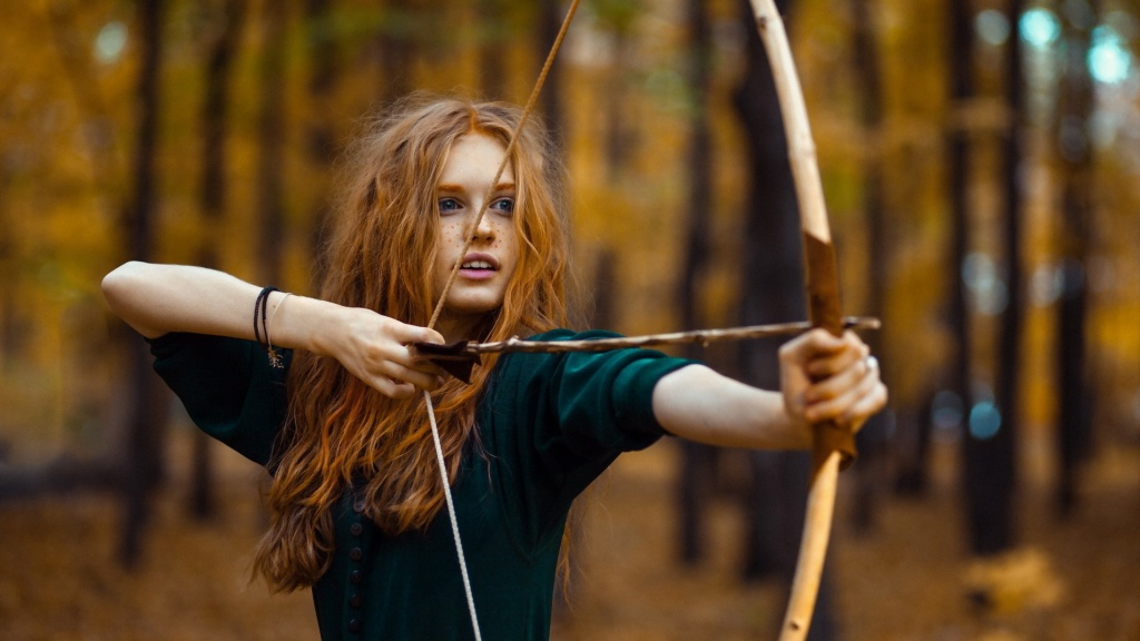 Girls_Redhead_girl_aiming_a_bow_097044_.jpg